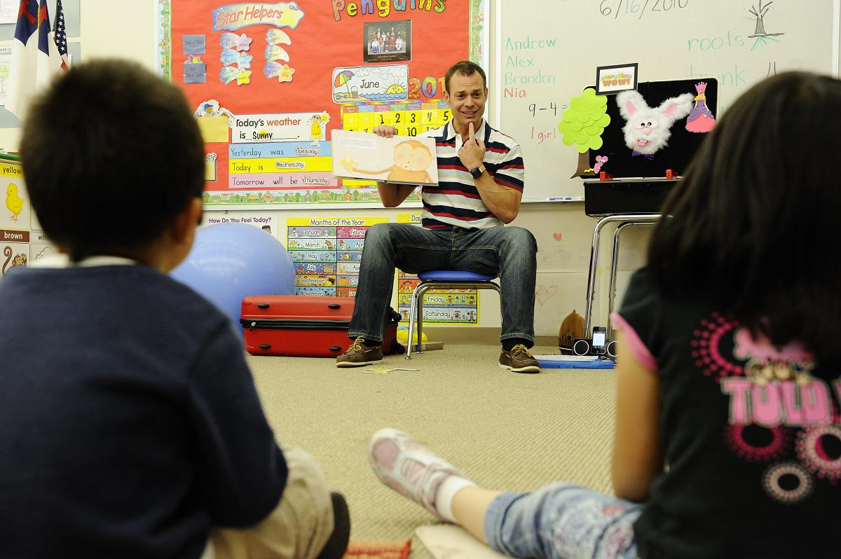 Tom Schween digital storyreading ad Hope School